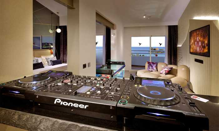 club pioneer DJ suite - Gallery - Slide 0